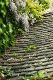 Υπόβαθρο των παλαιών κεραμιδιών στεγών πετρών Στοκ Φωτογραφία