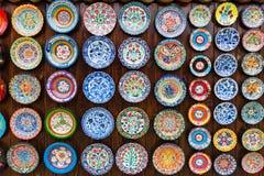 Υπόβαθρο των πιάτων με τα παραδοσιακά εθνικά σχέδια Στοκ Εικόνα