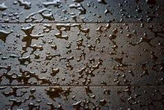 Υπόβαθρο των δρύινων σανίδων με τις πτώσεις νερού στοκ φωτογραφία με δικαίωμα ελεύθερης χρήσης
