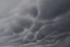 Υπόβαθρο των σκοτεινών σύννεφων πριν από thunder-storm Στοκ Φωτογραφίες