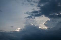 υπόβαθρο των σύννεφων θύελλας πριν από μια θύελλα βροντής Στοκ φωτογραφία με δικαίωμα ελεύθερης χρήσης