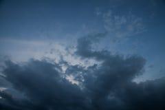 υπόβαθρο των σύννεφων θύελλας πριν από μια θύελλα βροντής Στοκ Φωτογραφίες