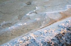 Υπόβαθρο φύσης από μια αλατισμένη λίμνη Στοκ εικόνες με δικαίωμα ελεύθερης χρήσης