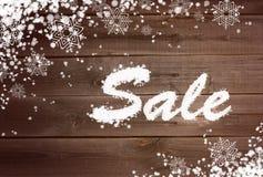 Υπόβαθρο χειμερινής πώλησης στην ξύλινη επιφάνεια Στοκ φωτογραφία με δικαίωμα ελεύθερης χρήσης