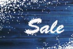 Υπόβαθρο χειμερινής πώλησης στην ξύλινη επιφάνεια Στοκ εικόνα με δικαίωμα ελεύθερης χρήσης