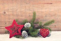 Υπόβαθρο Χριστουγέννων, διακόσμηση στο λευκό πρόσθετες διακοπές μορφής καρτών στοκ εικόνες