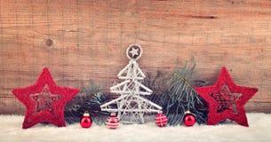 Υπόβαθρο Χριστουγέννων, διακόσμηση στο λευκό πρόσθετες διακοπές μορφής καρτών στοκ φωτογραφία με δικαίωμα ελεύθερης χρήσης