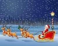 Υπόβαθρο Χριστουγέννων με Άγιο Βασίλη που οδηγά τον τάρανδό του sleight Στοκ Φωτογραφία
