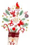 Υπόβαθρο Χριστουγέννων με μια κάλτσα από την οποία διεσπαρμένα δώρα, καραμέλα, νέα παιχνίδια διακοσμήσεων έτους σε ένα άσπρο υπόβ Στοκ φωτογραφίες με δικαίωμα ελεύθερης χρήσης