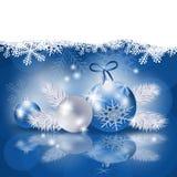 Υπόβαθρο Χριστουγέννων με τα μπιχλιμπίδια στο μπλε Στοκ φωτογραφίες με δικαίωμα ελεύθερης χρήσης