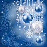 Υπόβαθρο Χριστουγέννων με τα μπιχλιμπίδια στο μπλε Στοκ εικόνα με δικαίωμα ελεύθερης χρήσης