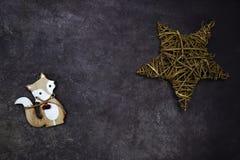 Υπόβαθρο Χριστουγέννων με την αλεπού στοκ φωτογραφία