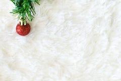 Υπόβαθρο Χριστουγέννων με τις διακοσμήσεις, διαστημική διακόσμηση αντιγράφων με Στοκ φωτογραφίες με δικαίωμα ελεύθερης χρήσης