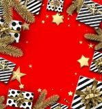 Υπόβαθρο Χριστουγέννων με τους κλάδους και τα δώρα έλατου Στοκ εικόνες με δικαίωμα ελεύθερης χρήσης