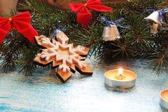 Υπόβαθρο Χριστουγέννων με το δέντρο και τα παιχνίδια Στοκ Εικόνες