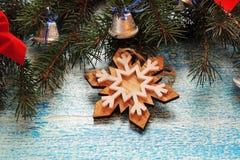 Υπόβαθρο Χριστουγέννων με το δέντρο και τα παιχνίδια Στοκ εικόνες με δικαίωμα ελεύθερης χρήσης