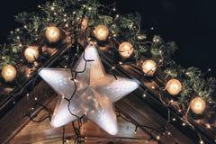 Υπόβαθρο Χριστουγέννων με το καμμένος αστέρι Στοκ εικόνες με δικαίωμα ελεύθερης χρήσης