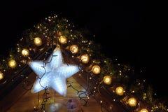 Υπόβαθρο Χριστουγέννων με το καμμένος αστέρι Στοκ φωτογραφία με δικαίωμα ελεύθερης χρήσης