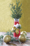 Υπόβαθρο Χριστουγέννων με το μπουκάλι που διακοσμείται στο ύφος Χριστουγέννων Στοκ φωτογραφίες με δικαίωμα ελεύθερης χρήσης