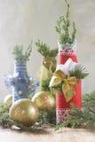 Υπόβαθρο Χριστουγέννων με το μπουκάλι που διακοσμείται στο ύφος Χριστουγέννων Στοκ Εικόνα