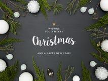 Υπόβαθρο Χριστουγέννων με το πλαίσιο με τα άσπρα μπιχλιμπίδια στοκ φωτογραφία με δικαίωμα ελεύθερης χρήσης