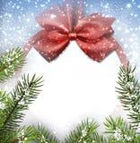 Υπόβαθρο Χριστουγέννων με το τόξο και το χιόνι απεικόνιση αποθεμάτων