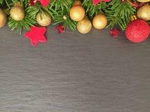 Υπόβαθρο Χριστουγέννων στο σχιστόλιθο Στοκ Φωτογραφία