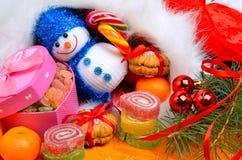 Υπόβαθρο Χριστουγέννων, lollipops, κλαδίσκος πεύκων στοκ εικόνες
