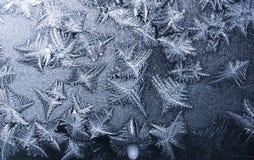 Υπόβαθρο - όμορφες διακοσμήσεις στο παγωμένο παράθυρο Στοκ φωτογραφίες με δικαίωμα ελεύθερης χρήσης