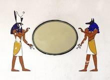 Υπόβαθρο Grunge με τους αιγυπτιακούς Θεούς Anubis και Horus Στοκ Φωτογραφία