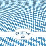 Υπόβαθρο Oktoberfest 2018 με το μπλε-άσπρο ελεγμένο σχέδιο Στοκ Εικόνα