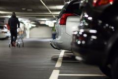 Υπόγειοι χώρος στάθμευσης/γκαράζ Στοκ φωτογραφίες με δικαίωμα ελεύθερης χρήσης