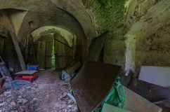 υπόγειος θάλαμος στο παλαιό κάστρο στοκ εικόνα με δικαίωμα ελεύθερης χρήσης