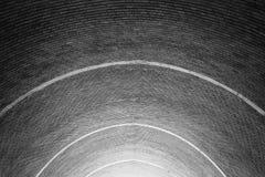 Υπόγειος θάλαμος βαρελιών τούβλου Στοκ Φωτογραφίες