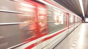 Υπόγειος πλησιάζοντας σταθμός τραίνων Στοκ Φωτογραφίες