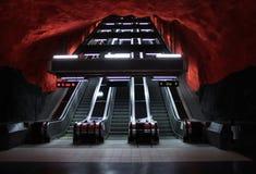 υπόγειος σκαλοπατιών μετρό κυλιόμενων σκαλών Στοκ φωτογραφία με δικαίωμα ελεύθερης χρήσης