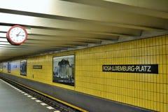 Υπόγειος σταθμός τρένου του Βερολίνου στοκ φωτογραφία