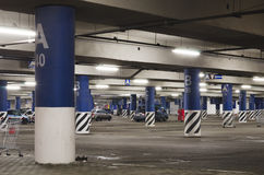 Υπόγειος χώρος στάθμευσης νύχτας Στοκ Φωτογραφία