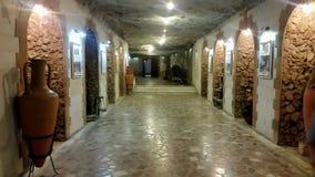 Υπόγειο κελάρι κρασιού με τη συλλογή των μπουκαλιών, Cricova, Μολδαβία στοκ εικόνες με δικαίωμα ελεύθερης χρήσης