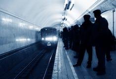 υπόγειο τρένο άφιξης Στοκ φωτογραφία με δικαίωμα ελεύθερης χρήσης