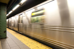 υπόγειο τρένο κινήσεων Στοκ φωτογραφία με δικαίωμα ελεύθερης χρήσης
