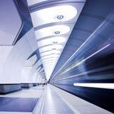 υπόγειο τρένο πλατφορμών Στοκ εικόνες με δικαίωμα ελεύθερης χρήσης