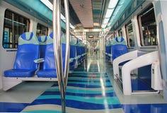 υπόγειο τρένο στο Ντουμπάι, υπόγεια τρένα μέσα στο εσωτερικό αυτοκινήτων, TR Στοκ Φωτογραφία