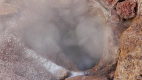 Υπόγειο Geyser παρουσιάζει βραστό νερό και ο σίδηρος απόθεμα βίντεο