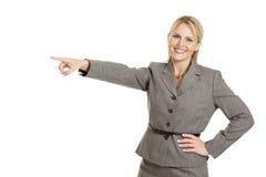 Υπόδειξη επιχειρησιακών γυναικών Στοκ φωτογραφία με δικαίωμα ελεύθερης χρήσης
