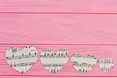 Υπόλοιπος κόσμος τεσσάρων καρδιών εγγράφου με τις σημειώσεις μουσικής Στοκ Εικόνες