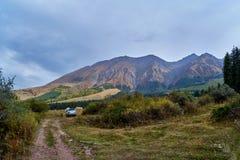 Υπόλοιπο στη σειρά βουνών στοκ εικόνες
