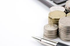 Υπόλοιπος κόσμος της αυστραλιανής έννοιας χρηματοδότησης νομίσματος νομισμάτων στο άσπρο backgr Στοκ Εικόνες
