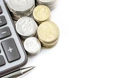 Υπόλοιπος κόσμος της αυστραλιανής έννοιας χρηματοδότησης νομίσματος νομισμάτων στο άσπρο backgr Στοκ Φωτογραφίες