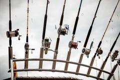 Υπόλοιπος κόσμος της αλιείας των ράβδων στο σκάφος Στοκ φωτογραφία με δικαίωμα ελεύθερης χρήσης